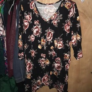 Tops - Floral 3/4 sleeve top